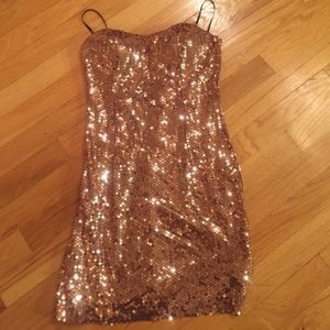 Forever 21 sequin strapless mini/rose gold Sexy